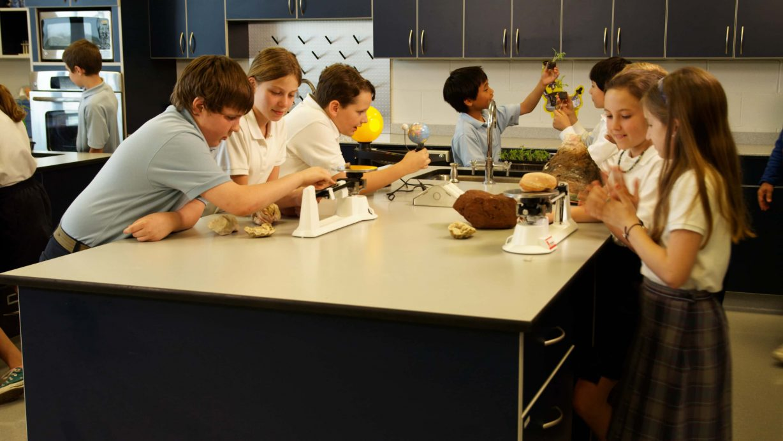 kids in science lab